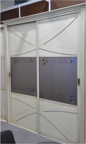 Классический шкаф купе с эксклюзивным декором Краснодар