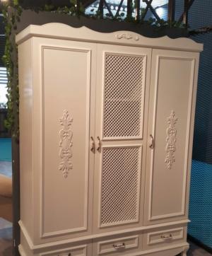 Распашные двери с декоративными накладками Краснодар